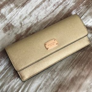 *NEW PRICE DROP* Michael Kors Rose Gold Wallet